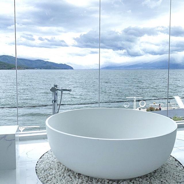 Cozy Round Solid Surface Freestanding Bathtub